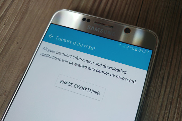 Selling Your Phone OR Tablet? Here's How To Completely Wipe Your Android Device